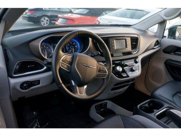 2017 Chrysler Pacifica - Image 1