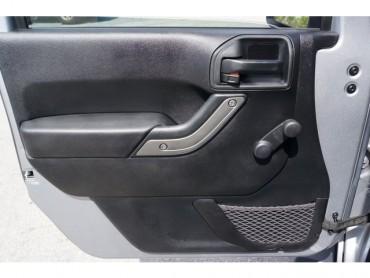 2015 Jeep Wrangler - Image 9
