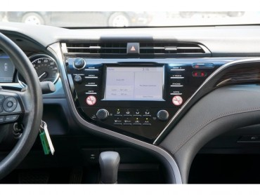 2018 Toyota Camry - Image 22