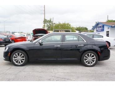 2018 Chrysler 300 - Image 3