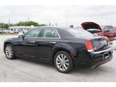 2018 Chrysler 300 - Image 4