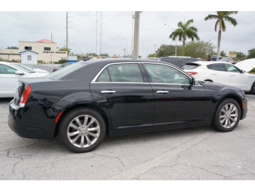 2018 Chrysler 300 - Image 6