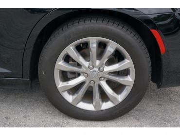 2018 Chrysler 300 - Image 8