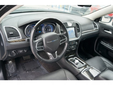 2018 Chrysler 300 - Image 11