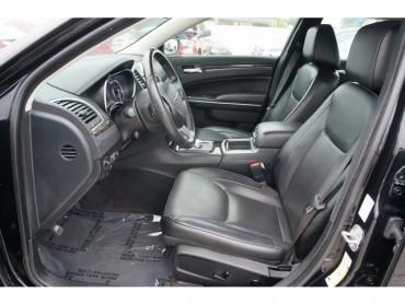 2018 Chrysler 300 - Image 12