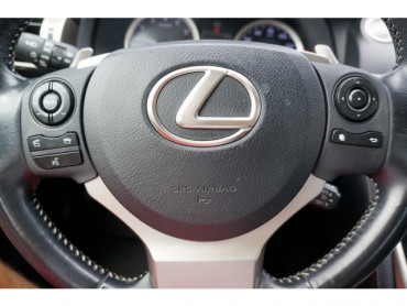 2016 Lexus IS - Image 27