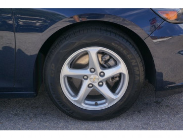 2017 Chevrolet Malibu - Image 8