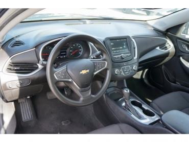 2017 Chevrolet Malibu - Image 11