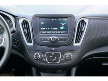2017 Chevrolet Malibu - Image 23