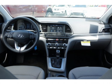 2019 Hyundai Elantra - Image 13