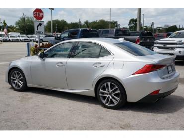 2018 Lexus IS - Image 4