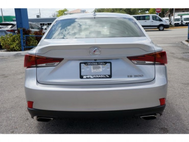 2018 Lexus IS - Image 5