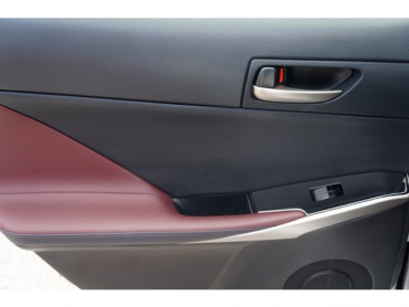 2018 Lexus IS - Image 14