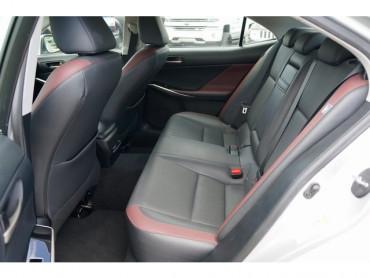 2018 Lexus IS - Image 15