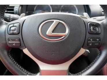 2018 Lexus IS - Image 27